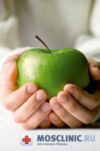 Яблоки разрушают эмаль зубов